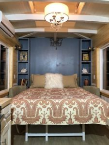 Read more about the article Tiny Houses With Downstairs Bedrooms (& Lots Of Headroom!)
