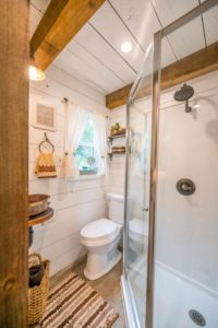 Read more about the article How To Shower In A Tiny House