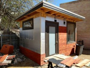 Read more about the article How Thick Are The Walls In A Typical Tiny House?