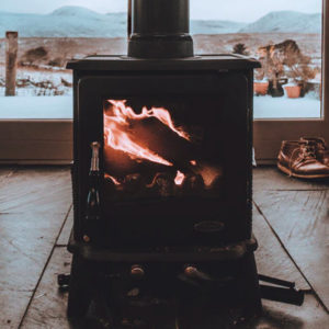 Read more about the article Using Wood Or Pellet Stoves For Heating Your Tiny House